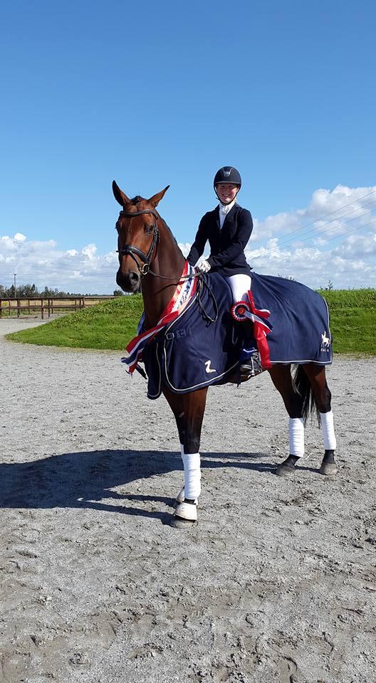 Vinner av Stall-K's 4-årscup 2015 Linda Berg og Stall-K's Gisolt, Linda tok også tredjeplassen på Stall-K's Legal Enshøj