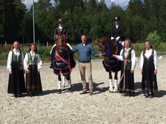 Hest til venstre: Catharina Lorentzen Lund/Thiara de Lorentzia (TANU) Hest til høyre: Silje Tornvik/Maro's Fabergée (FLORA) Fotograf: Mette Hansson